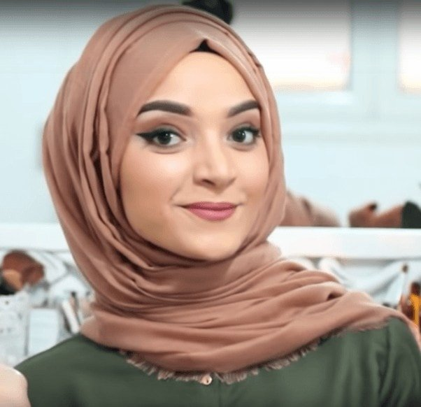 Simple Turkish Hijab Style in 4 Easy Steps