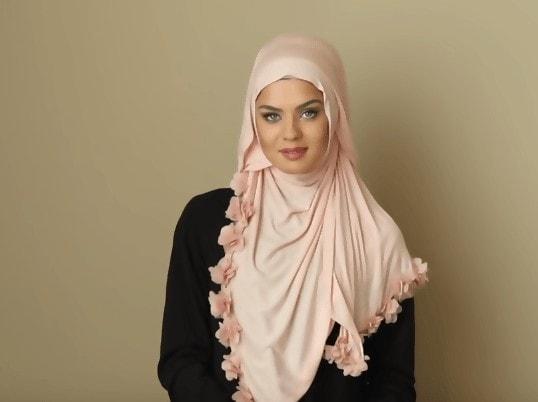 لفات حجاب تغطي الصدر