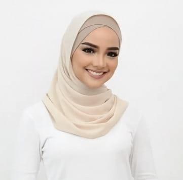 واحدة من لفات الحجاب الرقيقة