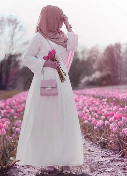 ملابس محجبات بالخمار، فستان أبيض وخمار قصير
